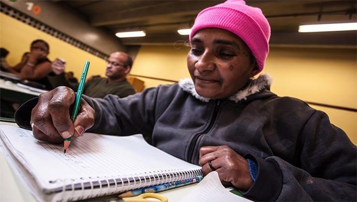 Governo abre 40 mil vagas para Educação de Jovens e Adultos